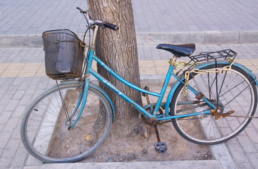 old-bicycle-13100122470fa
