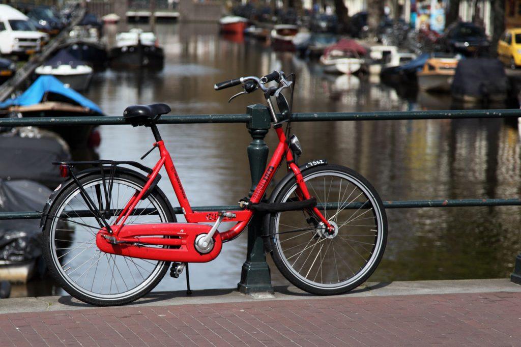 red-bicycle-on-bridge-11282747061RUm1